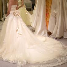 刺繍が綺麗なウェディングドレス