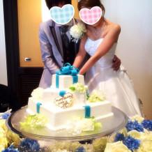 シンデレラカラーのケーキとお花