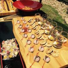 抹茶と甘味をお庭で楽しんでもらいました