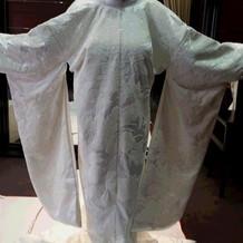 1着目の白無垢。相良刺繍。模様もくっきり