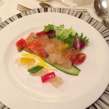前菜。サーモンと帆立貝柱のタルタル。