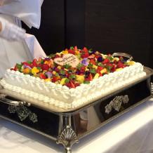 ウェディングケーキはスクエア型
