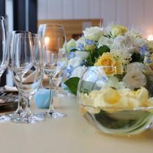 メインテーブル装花(横から)です。