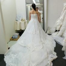 結局白のドレス10枚くらい試着しました。
