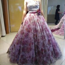 佐々木希さんデザインのドレスもあり。
