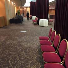 会場廊下は好きなように装飾ができます