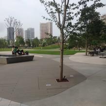 外にでると公園があります