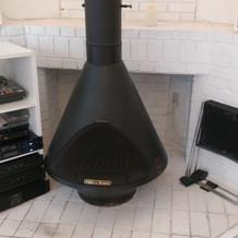 披露宴のレストランの暖炉