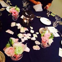 テーブルのお花がとても綺麗でした
