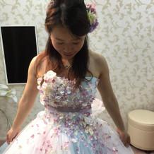 小花がたくさんの可愛いドレスでした。