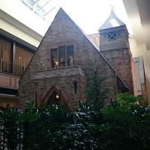 レンガ仕立ての教会が可愛い