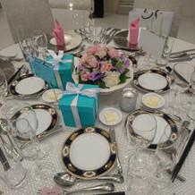 ゲストテーブル。装飾は手作り