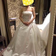 ビジューのついたドレス
