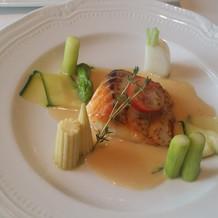 お魚料理、ソースが美味しい。