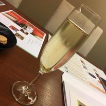 金粉いりスパークリングワイン