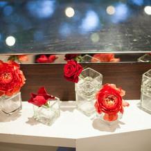 ケーキカットの台と装花