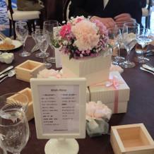 ボックスを用いたゲストテーブルの装花