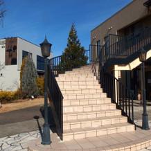 ガーデンへ続く階段です。
