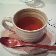 変わった紅茶。バラのジャムをお好みで。