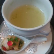 アワビを自分でスープにいれて飲みます