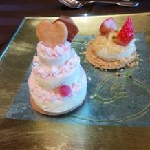 ウエディングケーキが可愛い。