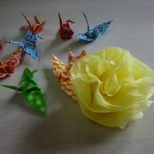 フラワシャワーに足した折鶴と花