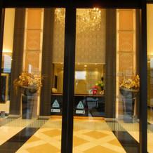 正面入り口の大扉