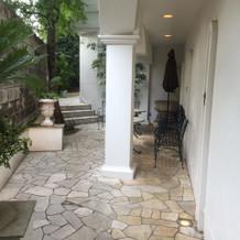 入り口横の喫煙スペース