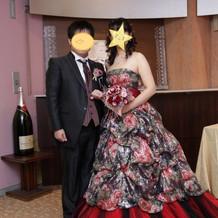 総スパンコールのゴージャスなドレス
