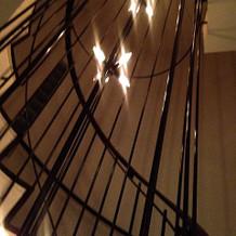 螺旋階段。エレベーターもあり。