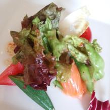 平目とサーモンの菜園風サラダ
