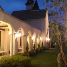 教会から披露宴会場に続く廊下