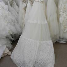 後が長い白ドレス