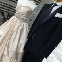 会場に似合うように特注のドレス