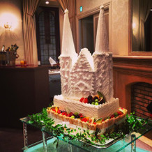 教会の形のケーキ。見た目も可愛く印象的