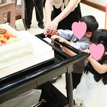 ケーキを運ぶキッズがかわいすぎます