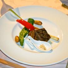 お肉。レンゲに岩塩が。野菜が美味しかった