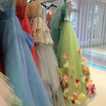 カラードレスもたくさん種類あります