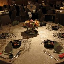 披露宴会場のテーブルコーディネイト