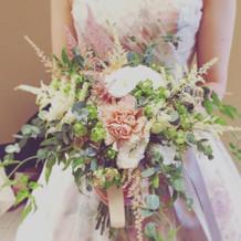 大人っぽい花のカラードレス