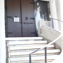 式場手前のらせん階段です。