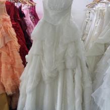 ブランド物からカラードレスまで豊富
