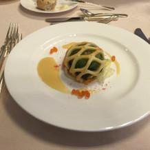 真鯛の網パイ包み焼きブールブランソース