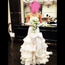 挙式、披露宴前半で着た白ドレスです。