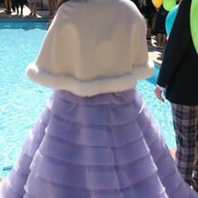 淡い紫のカラードレス