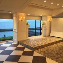 琵琶湖が一望できる披露宴会場右側