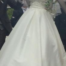 1枚目と同じドレスの正面です。