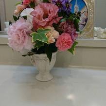 待合室やお手洗いまで素敵な花や絵画が