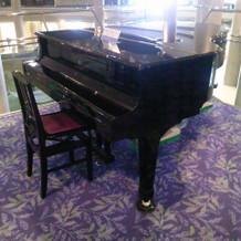 グランドピアノもあります