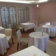 会食会場もピンクでとてもかわいいです。
